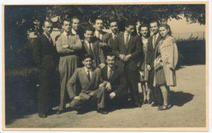 Un gruppo di convittori di Omegna. Accovacciati, in basse, Pasquale Maulini e Serafino Soressi.